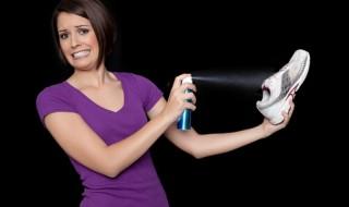 Πώς να αποφύγετε την κακοσμία των παπουτσιών Παπούτσια που μυρίζουν άσχημα και δυσάρεστα