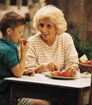 Mπέιμπι σίτερ ή γιαγιά;