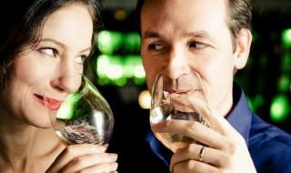 Οίνος ευφραίνει καρδίαν Κόκκινο ή λευκό άσπρο Το κρασί ωφελεί στην καρδιά