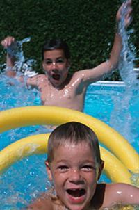 Παιδιά στην πισίνα. Πώς θα έχετε το κεφάλι σας ήσυχο