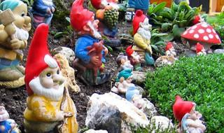 Οι νάνοι των κήπων. Πήλινα διακοσμητικά στον κήπο
