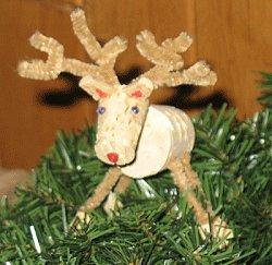Χριστουγεννιάτικος τάρανδος από φελλό, χειροτεχνία για παιδιά