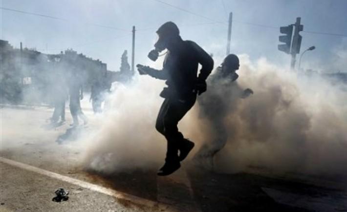 Δακρυγόνα: Πότε κινδυνεύουμε και πώς να προφυλαχτούμε