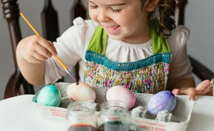 Βάψτε πασχαλινά αυγά με διαφορετικό τρόπο. Χειροτεχνία για παιδιά