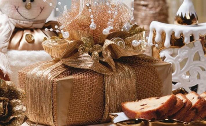 Φτιάξτε μόνοι σας το περιτύλιγμα στα χριστουγεννιάτικα δώρα σας