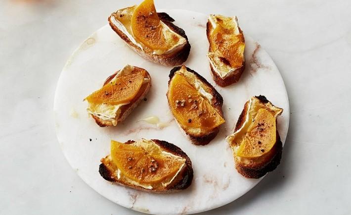 Κροστίνι με λωτό και τυρί Μπρι