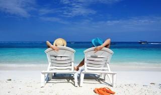 Όλες οι τάσεις που θα φορεθούν στα ανδρικά και γυναικεία μαγιό φέτος το καλοκαίρι