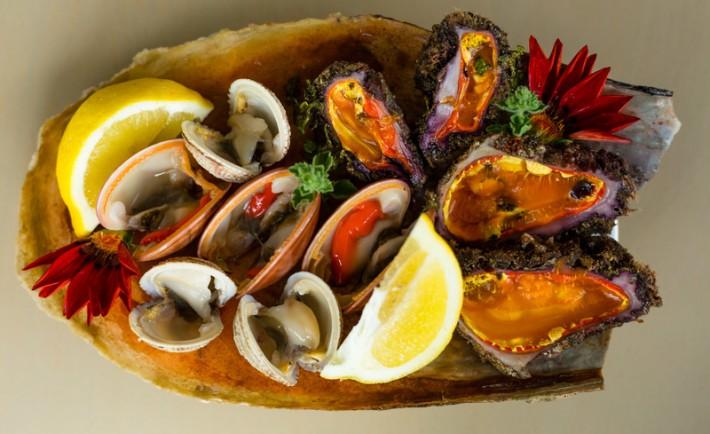 Πώς να διαλέξετε τα πιο φρέσκα όστρακα της αγοράς και πώς να τα μαγειρέψετε