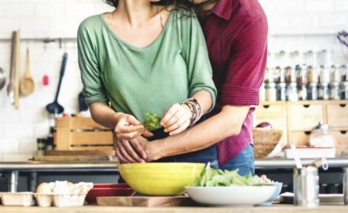 Έρευνα: Όταν η κουζίνα... βάζει φωτιά στα σεντόνια