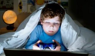 Παιδί εθισμένο στα ηλεκτρονικά παιχνίδια: Τι πρέπει να κάνουν οι γονείς