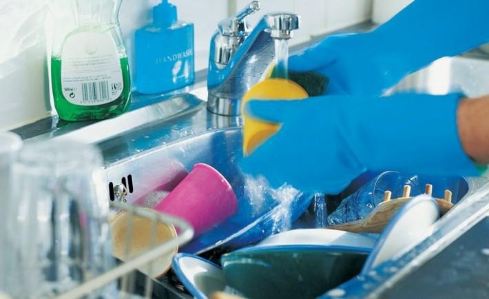 Έξυπνοι τρόποι για να μη πλένετε πολλά πιάτα το καλοκαίρι
