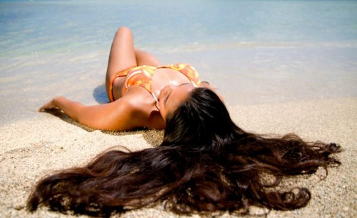 Καλοκαιρινή περιποίηση μαλλιών