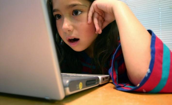 Προσοχή στη σωστή χρήση του internet Προστατεύστε τα παιδιά από κακοτοπιές και κακόβουλα μηνύματα