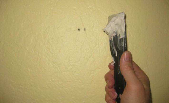 Στοκάρετε τις τρύπες στους τοίχους