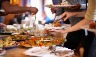 Πώς να οργανώσετε για τους φίλους σας ένα μπουφέ - γεύμα