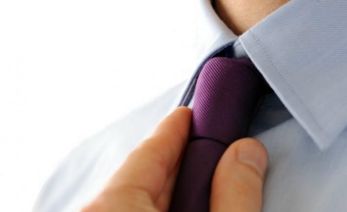 Πως να δέσω τον κόμπο της γραβάτας Οδηγίες βήμα προς βήμα Κόμποι και άλλα μυστικά της γραβάτας