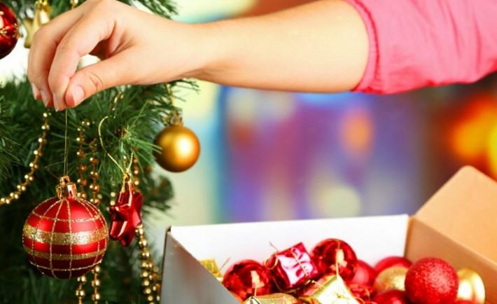 Μαζέψτε και Αποθηκεύστε τα Χριστουγεννιάτικα Στολίδια