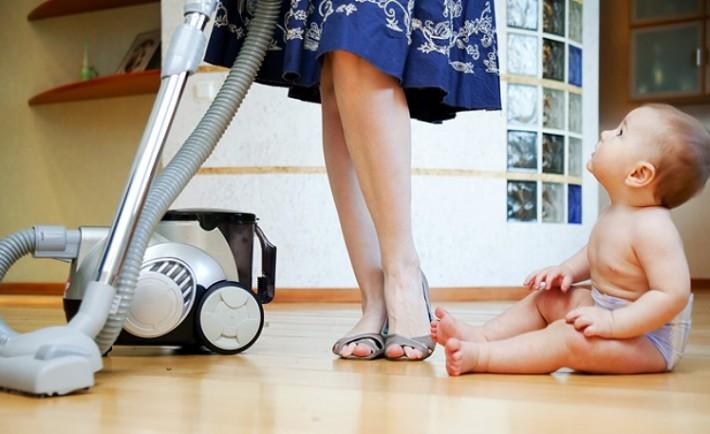 Συμμαζέψτε και καθαρίστε το καθιστικό σε 15 λεπτά