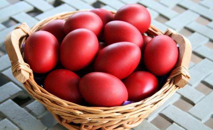 Βαμμένα κόκκινα αβγά