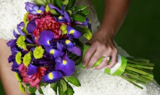 Εξοικονομήστε χρήματα για τα λουλούδια σε μια γαμήλια διακόσμηση