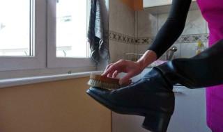 Πώς να γυαλίσω τα παπούτσια