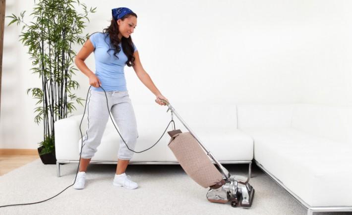 """8 Βασικά βήματα που πρέπει προσεκτικά να κάνετε, προτού """"σαπουνίσετε"""" τους τάπητες"""