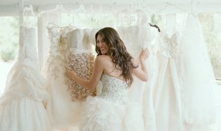 Παντρεύεστε; Δέκα συμβουλές για να επιλέξετε το τέλειο νυφικό