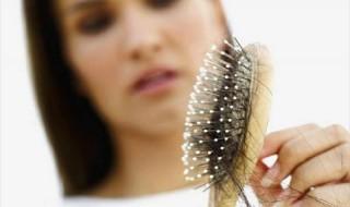 καθαρίστε τη βούρτσα των μαλλιών σας