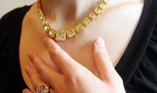 Τι αποκαλύπτουν τα κοσμήματα