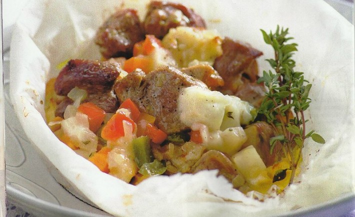 Αρνάκι με χοιρινό κλέφτικο σε λαδόκολλα