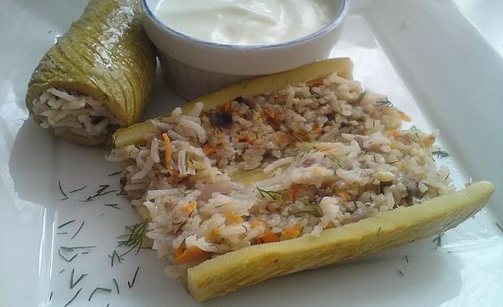 Κολοκυθάκια γεμιστά με ρύζι και μανιτάρια (Χωρίς κρέας και αυγολέμονο)