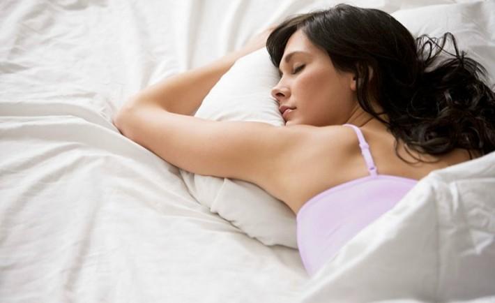 6 τρικ ομορφιάς για ανανέωση ενώ κοιμάστε