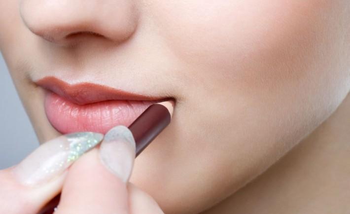 Μολύβι χειλιών: Απαραίτητο για το μακιγιάζ
