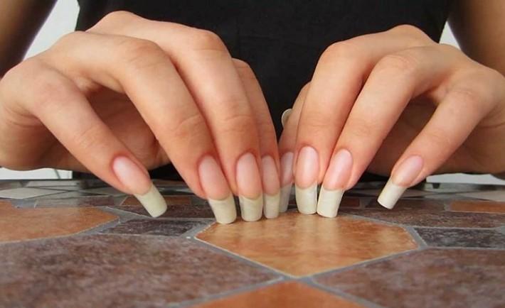 Πώς να μεγαλώνουν τα νύχια σου πιο γρήγορα χωρίς να σπάνε!