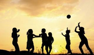 Το καλοκαίρι τα παιδιά πρέπει να παίζουν και να… βαριούνται