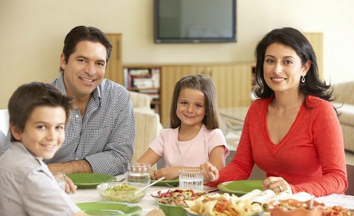 Η σημασία του να τρώει όλη η οικογένεια μαζί