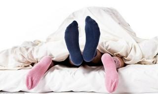 Φορώντας κάλτσες στο κρεβάτι έχεις καλύτερη σεξουαλική ζωή