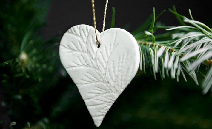 Φτιάξτε χριστουγεννιάτικα στολίδια από πηλό