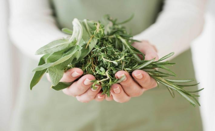 Φυσικές λύσεις ομορφιάς με βότανα στο σπίτι!