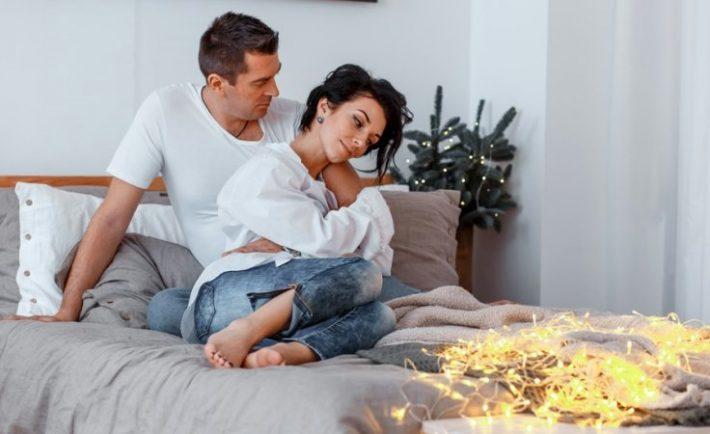 Πώς θα διαχειριστείς τις ενοχές αν περάσεις τις γιορτές με το ταίρι σου και όχι με την οικογένεια