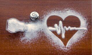 Πώς θα μειώσουμε -εύκολα- το αλάτι από τη διατροφή μας