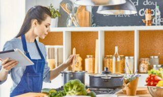 Κόλπα μαγειρικής: 8 εύκολα tips που θα σου αλλάξουν την ζωή